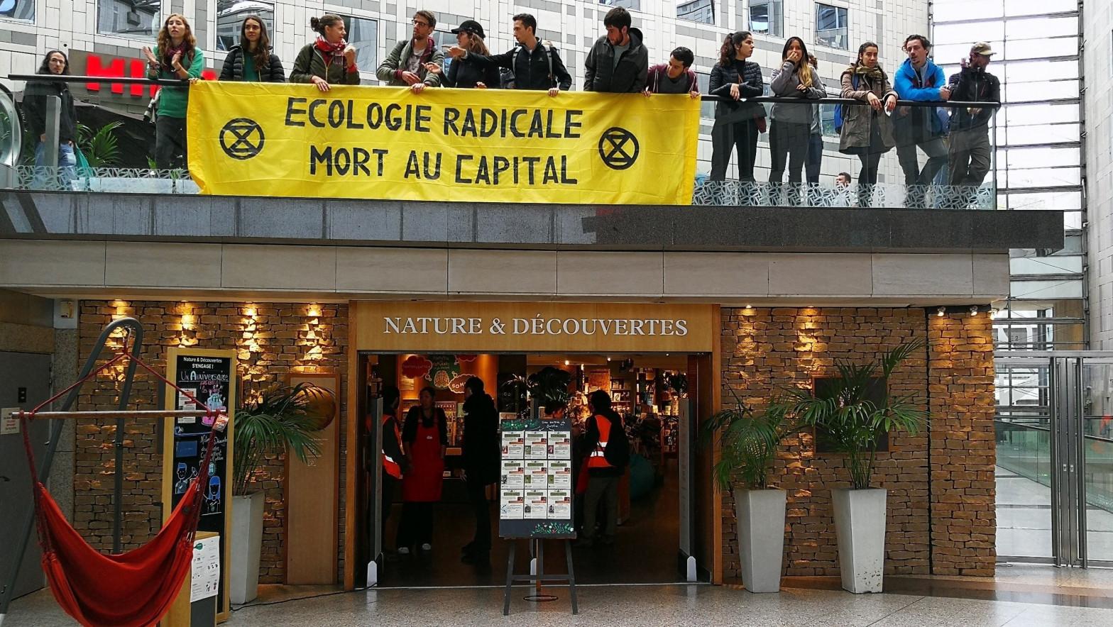 Francia alarga hasta marzo las rebajas
