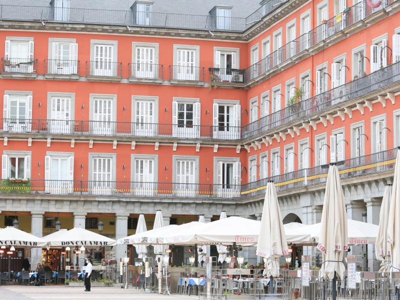 Bajan los contagios y hospitalizaciones pero suben los fallecidos en Madrid