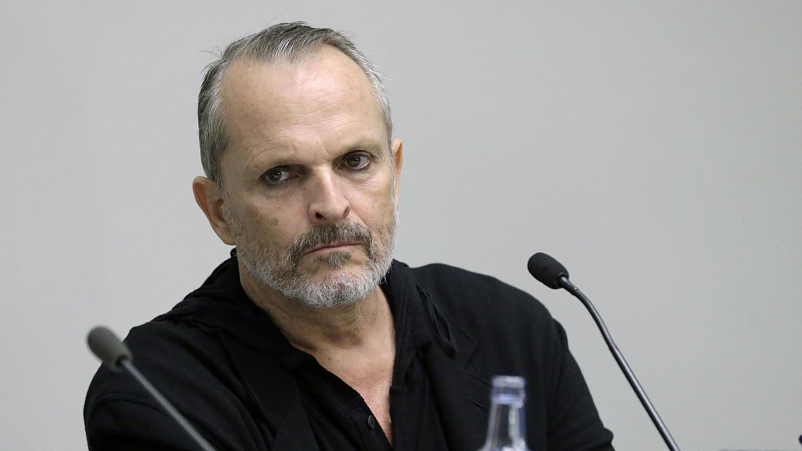"""Miguel Bosé arremete contra su amigo Jordi Évole: """"No se portó bien, creó encerronas incómodas"""""""