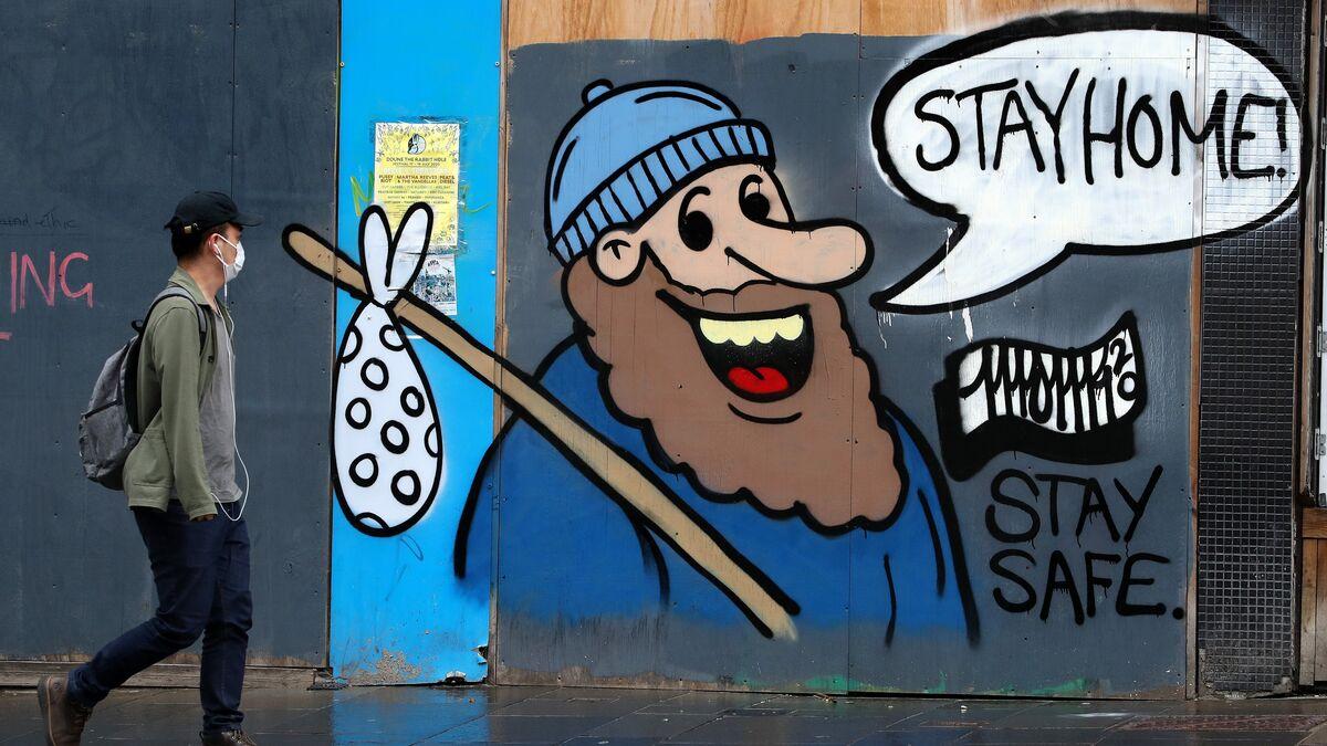 Un grafiti en la ciudad de Glasgow, durante el confinamiento por el coronavirus que tuvo lugar en Reino Unido la pasada primavera.