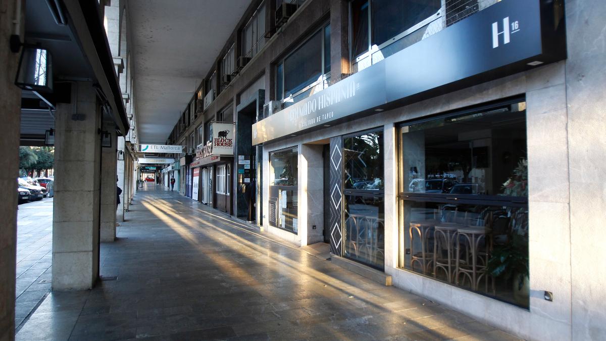 Un restaurante cerrado en Palma de Mallorca, Mallorca, Islas Baleares (España), a 13 de enero de 2021