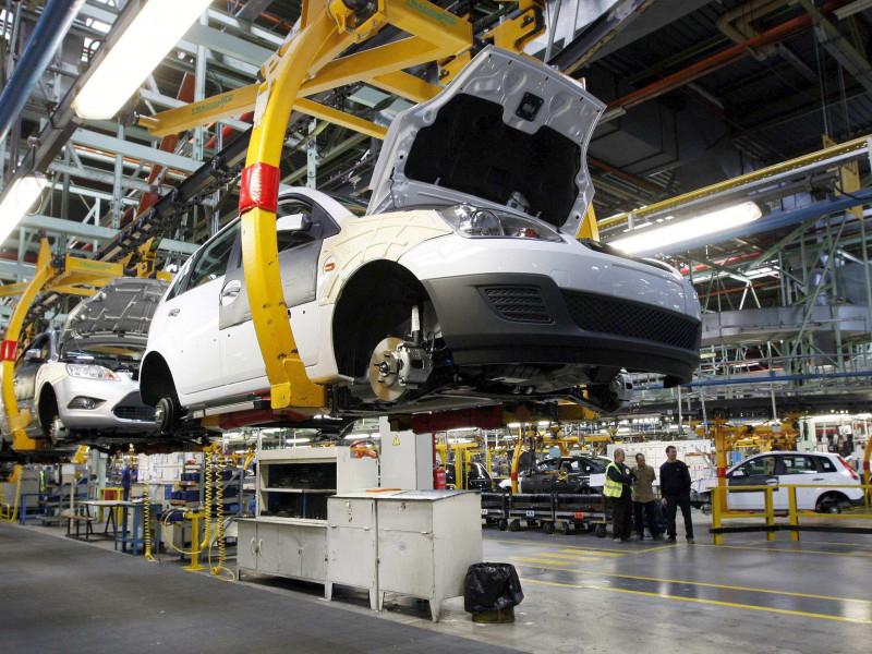 Producción industrial. Una fábrica de automóviles en España