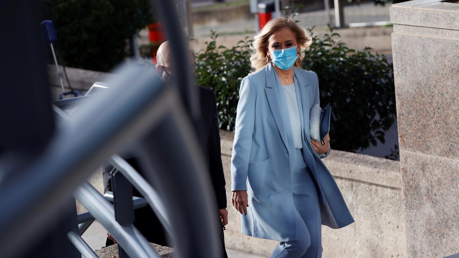 Cristina Cifuentes absuelta de la falsificación de su máster
