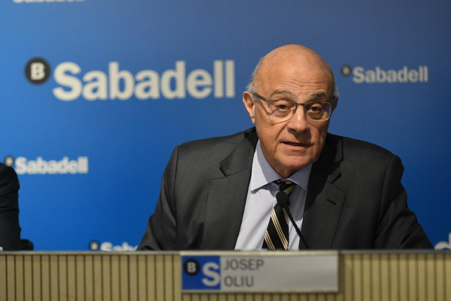 """El presidente de Sabadell gana 1,99 millones y su """"número dos"""", 1,46 millones"""