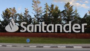 El Santander avanza con dos planes de reducción de plantilla en Portugal
