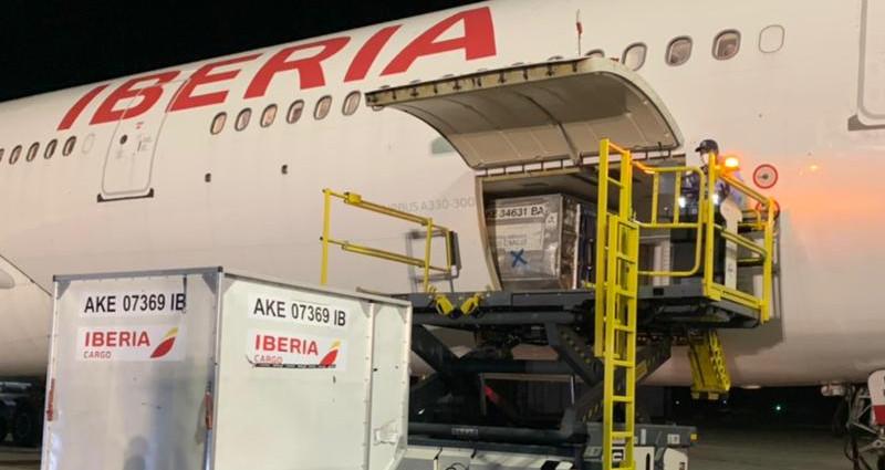 Iberia transporta vacunas covid.