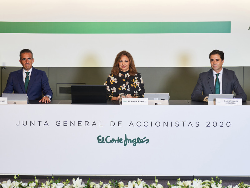 Víctor del Pozo, consejero delegado de El Corte Inglés, la presidenta Marta Álvarez y el director jurídico y secretario del consejo José Ramón de Hoces