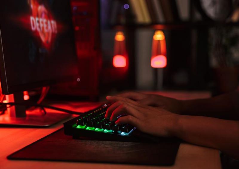 Gamer usando SteelSeries