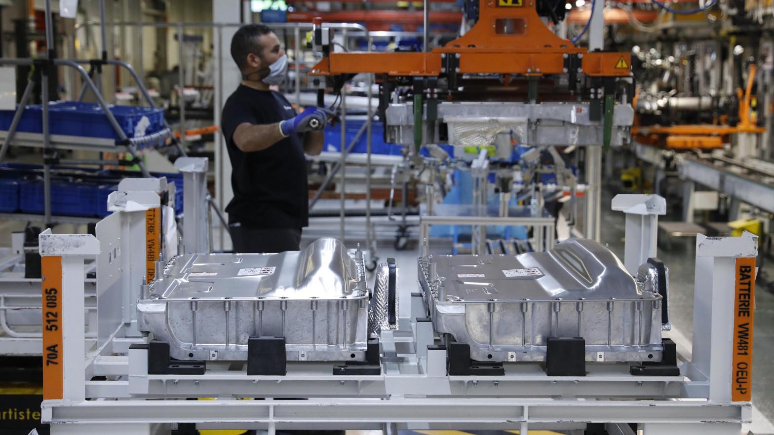 Ford y los sindicatos pactan el despido de 630 trabajadores de la planta de Almussafes (Valencia)