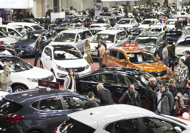 El sector del automóvil pide un Plan Renove y medidas fiscales para recuperar las ventas.