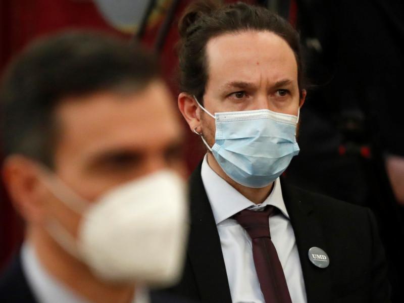 El vicepresidente segundo del Gobierno, Pablo Iglesias, junto al presidente, Pedro Sánchez.