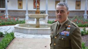 Robles levanta el veto a un general de Tierra tras la salida del Jemad