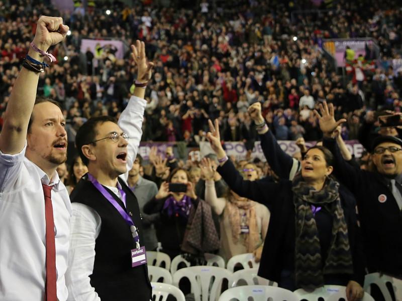 Monedero se lleva a un jefe de Podemos a América Latina para facilitar contratos a Neurona