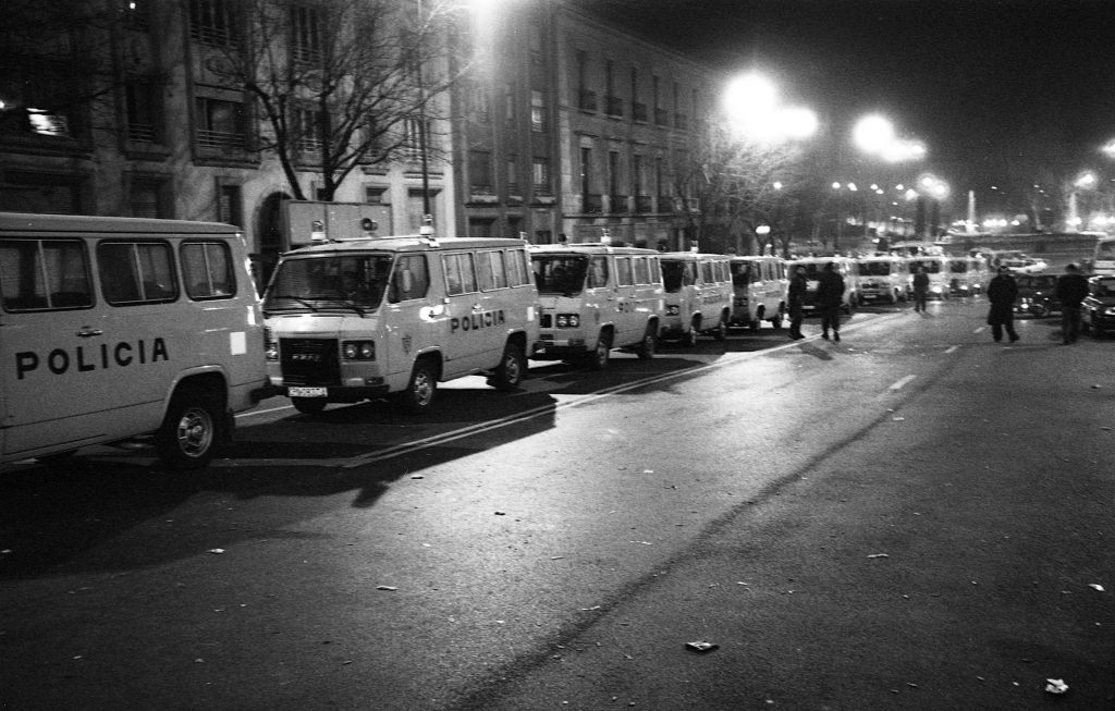 Exterior appearance of the Congress of Deputies occupied by police vans on 23-F.