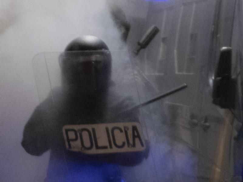 Unas 350 personas piden la libertad del manifestante en prisión en la plaza de Sants (Barcelona)