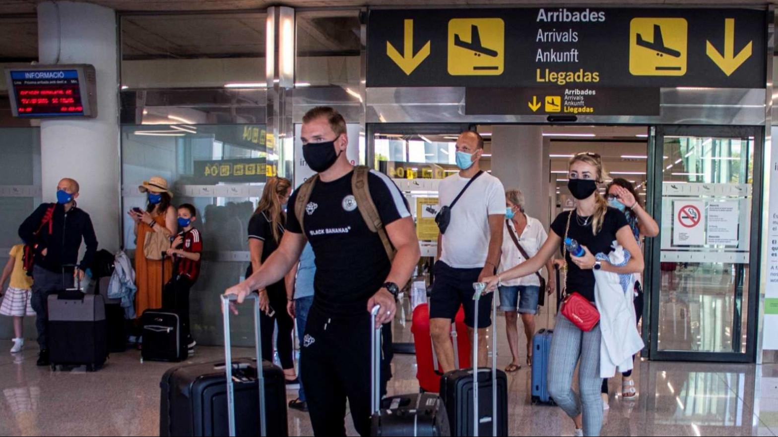 ¿A dónde puedo viajar en España y en el extranjero?