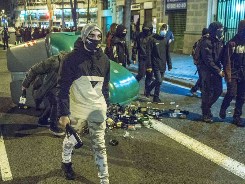 Incidentes en Barcelona por la entrada en prisión de Pablo Hasel.