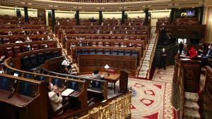 """Los diputados de Vox gritan """"que se besen"""" en el Congreso tras el pacto de RTVE."""