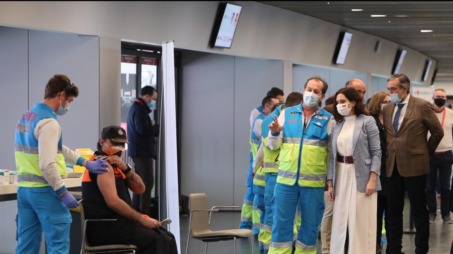 Madrid comenzará a vacunar en diez hospitales a partir este fin de semana