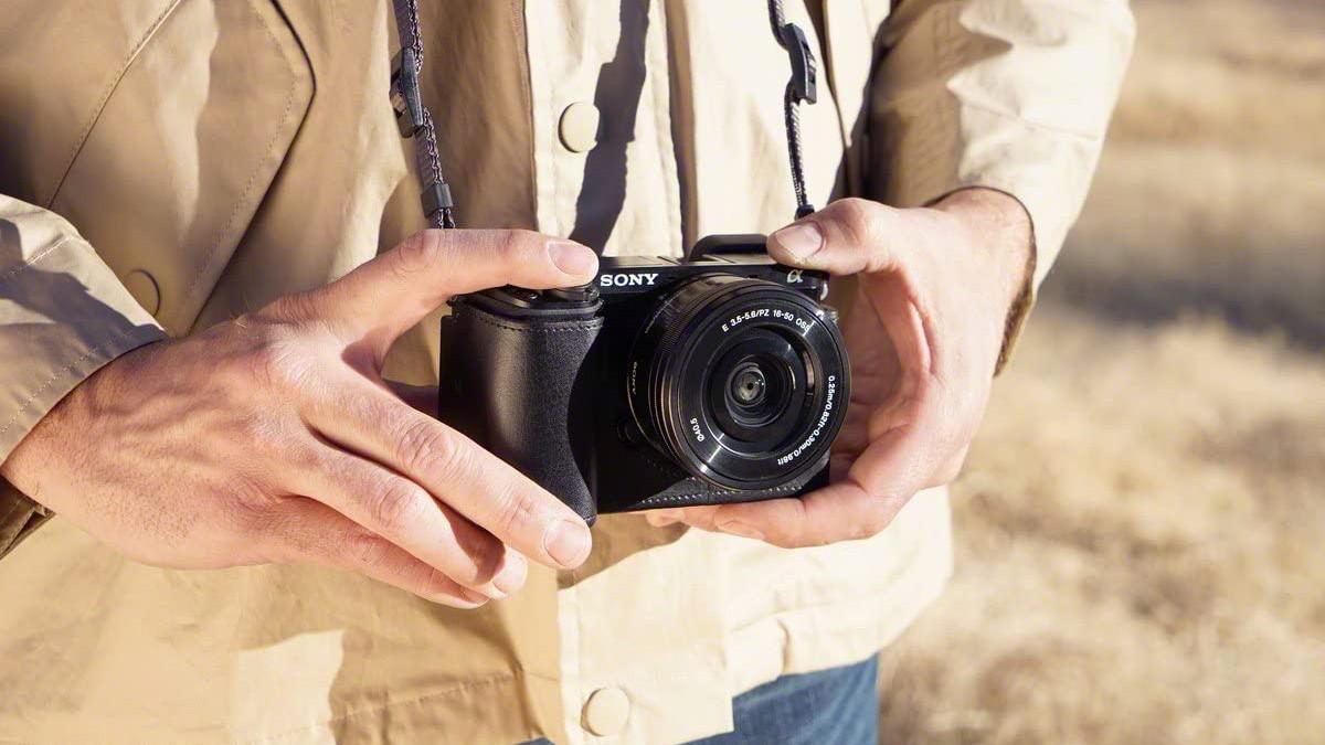 Dos años de cárcel para un fotógrafo por grabar a modelos en un vestuario