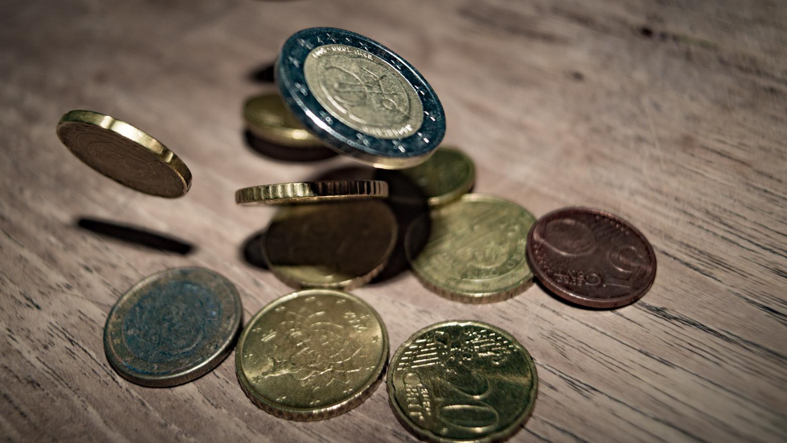 Las familias españolas frenan el ahorro en depósitos bancarios en enero