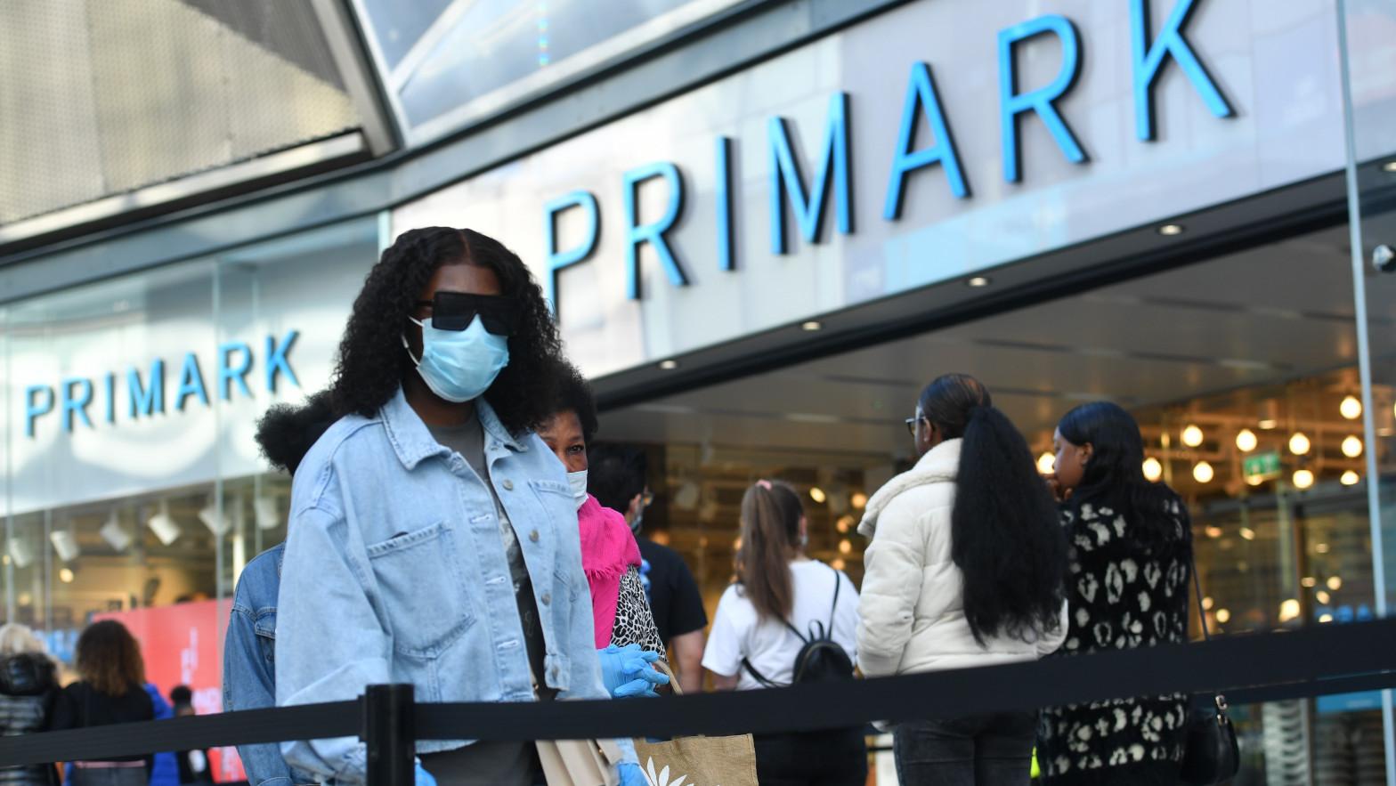 Primark vendió un 40% menos en su primer semestre y cifra en 1.276 millones el impacto de los cierres
