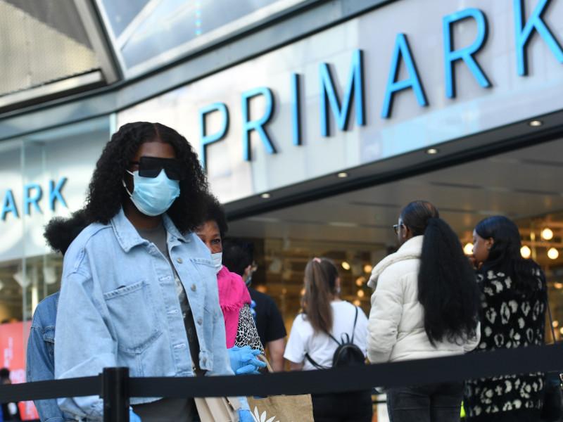 Primark vendió un 40% menos en su primer semestre fiscal y cifra en 1.276 millones el impacto de los cierres