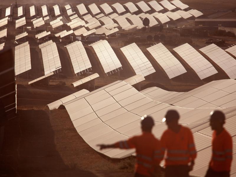 Las energéticas de Ibex cierran 2020 con 1.500 trabajadores menos
