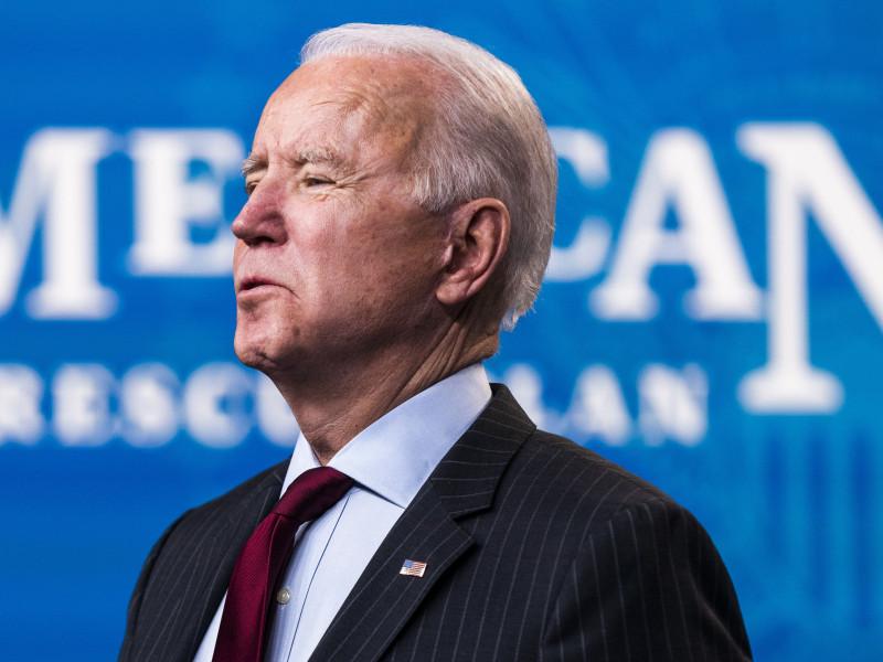 Biden firma el tercer rescate fiscal en Estados Unidos contra la pandemia