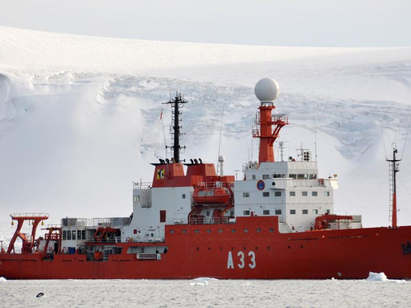 El buque Hespérides de la Armada Española en el que viajaba el militar fallecido a causa de la covid.