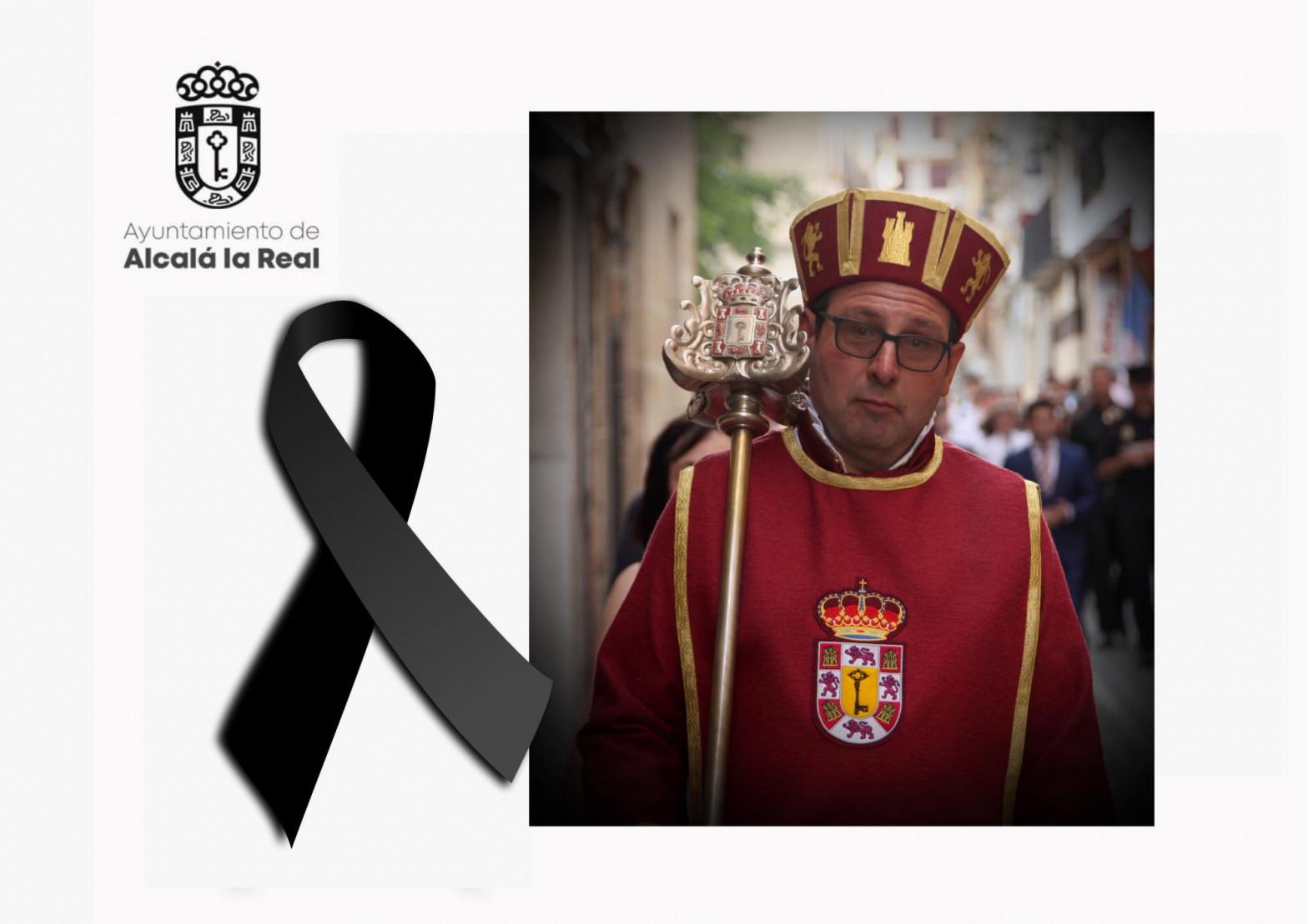 El Ayuntamiento de Alcalá la Real (Jaén) ha guardado este sábado un minuto de silencio por la muerte del sacristán Paco Zúñiga.