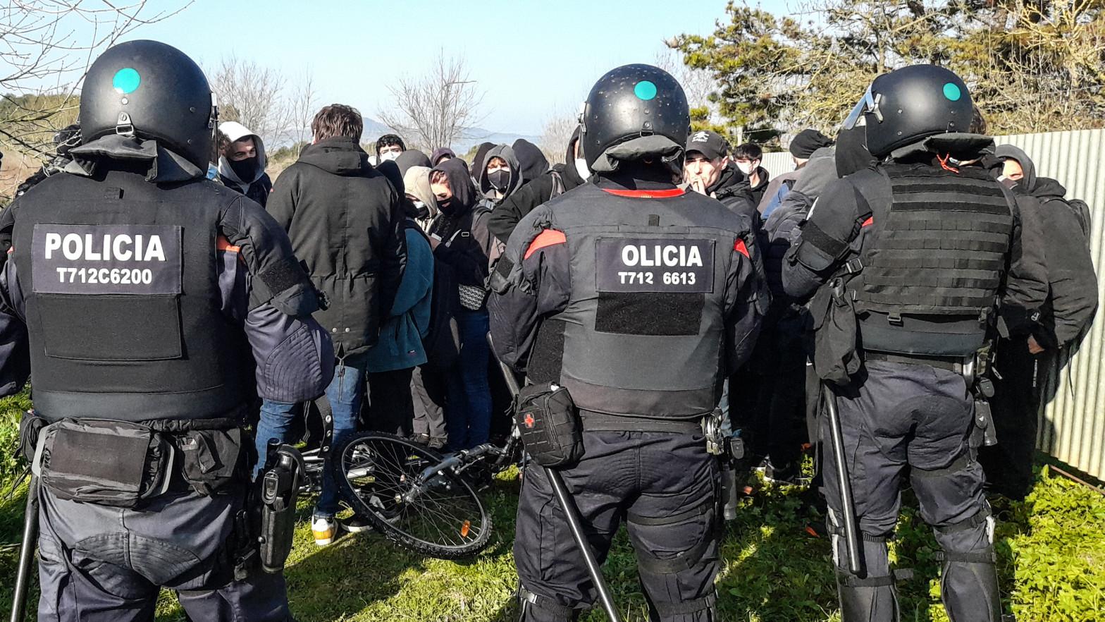 La CUP presiona el Govern para dejar sin defensa legal a los Mossos heridos en protestas