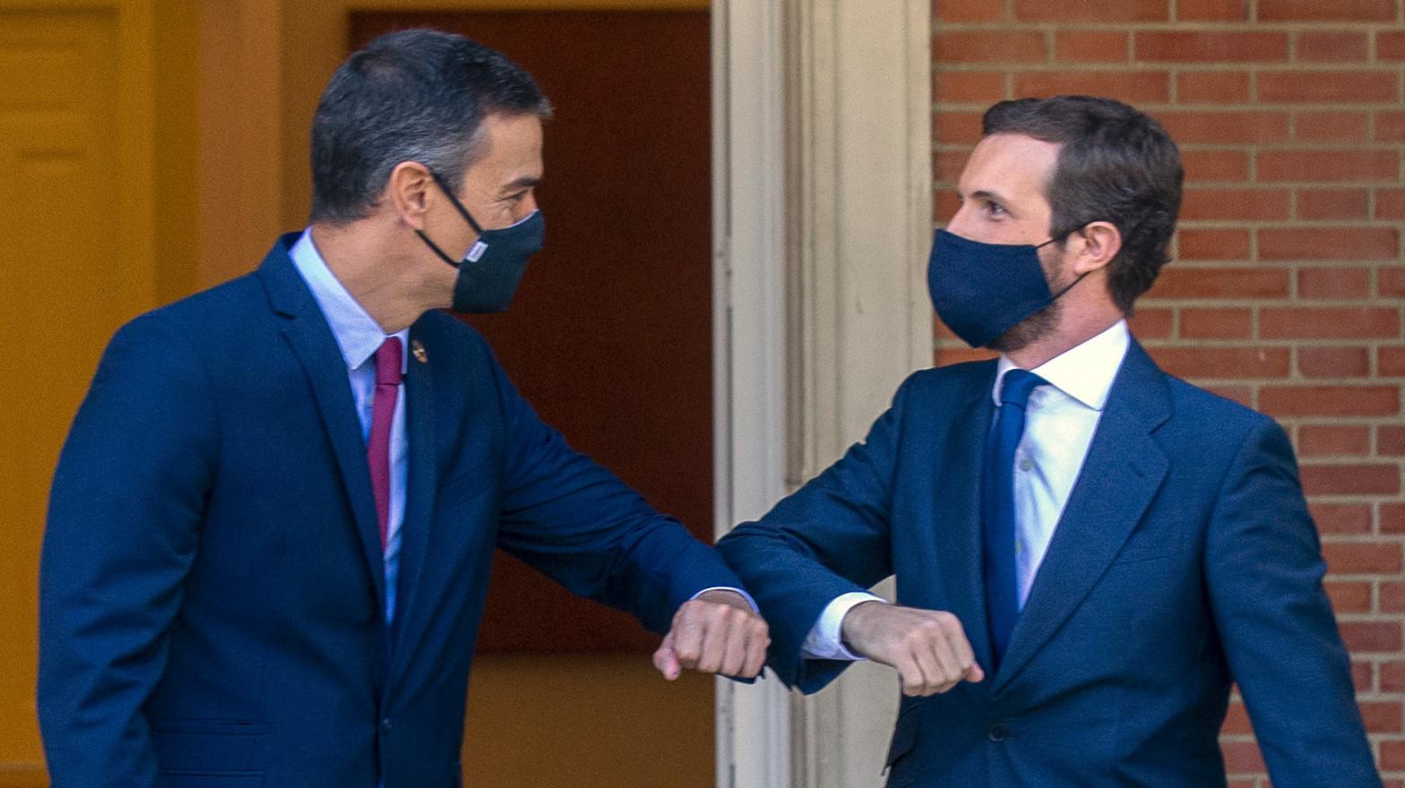 Sánchez y Casado en el palacio de La Moncloa