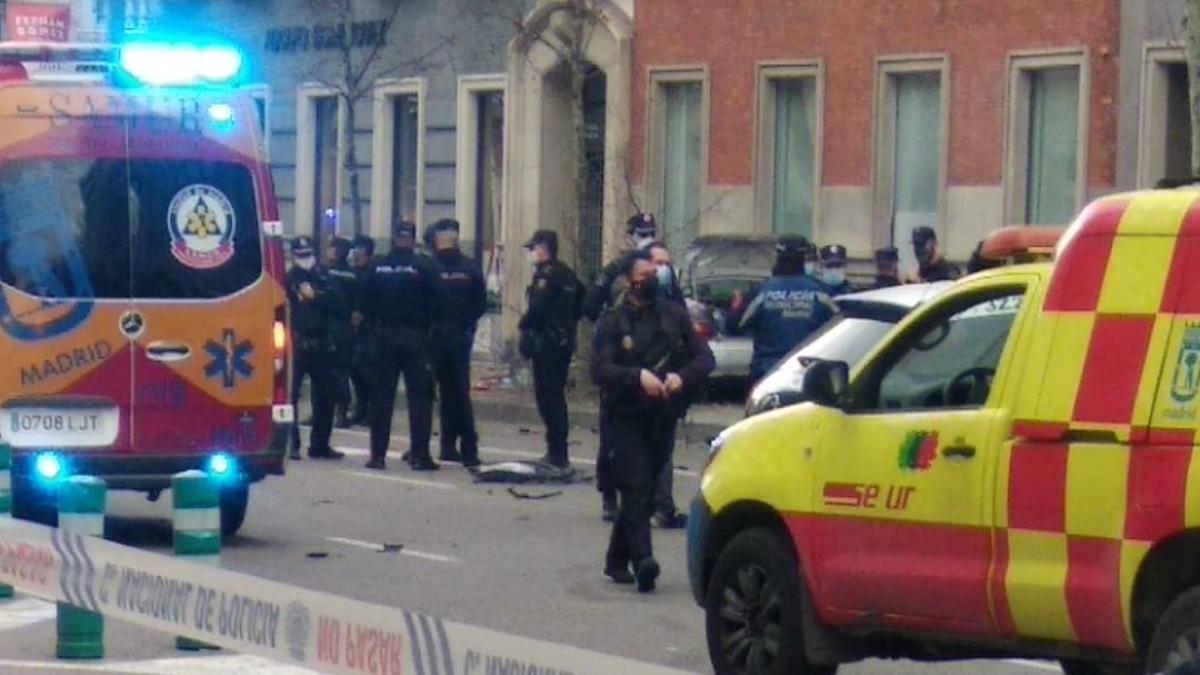 El coche a la fuga ha acabado siendo empotrado en la calle Serrano tras una persecución por Madrid.