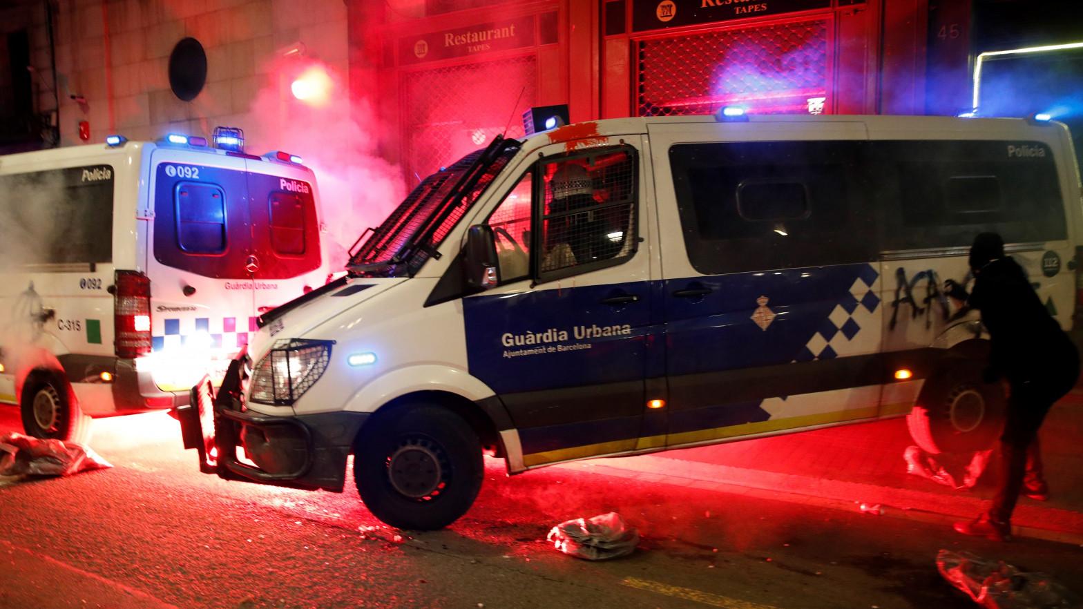 Los disturbios en Barcelona se saldan con 14 detenidos y seis mossos heridos