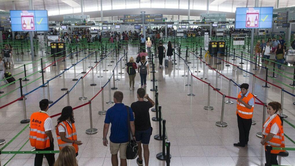 La ONCE pierde dinero con la seguridad de los aeropuertos del Prat y Barajas