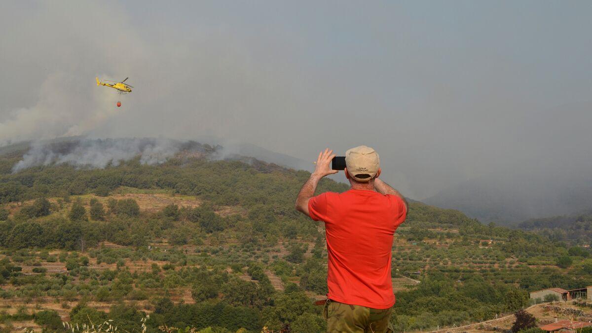 """Los dos incendios del norte de Cáceres continúan """"fuera de control"""""""