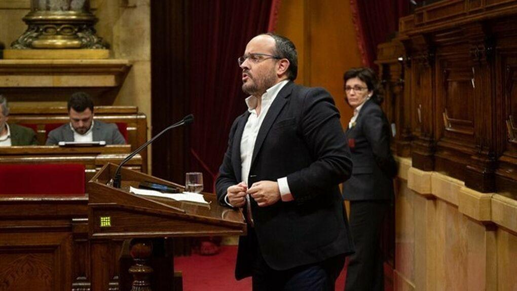 El portavoz del PP le canta a Torra en el Parlament una canción de Manolo Escobar