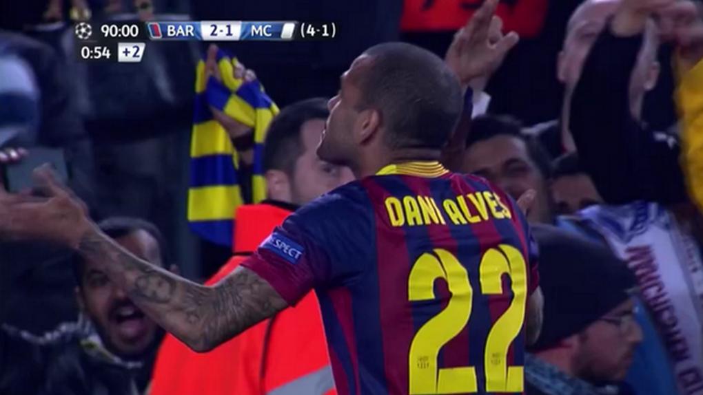 Alves reparte carnés del Barcelona mientras su agente y ex esposa le ofrece al Arsenal
