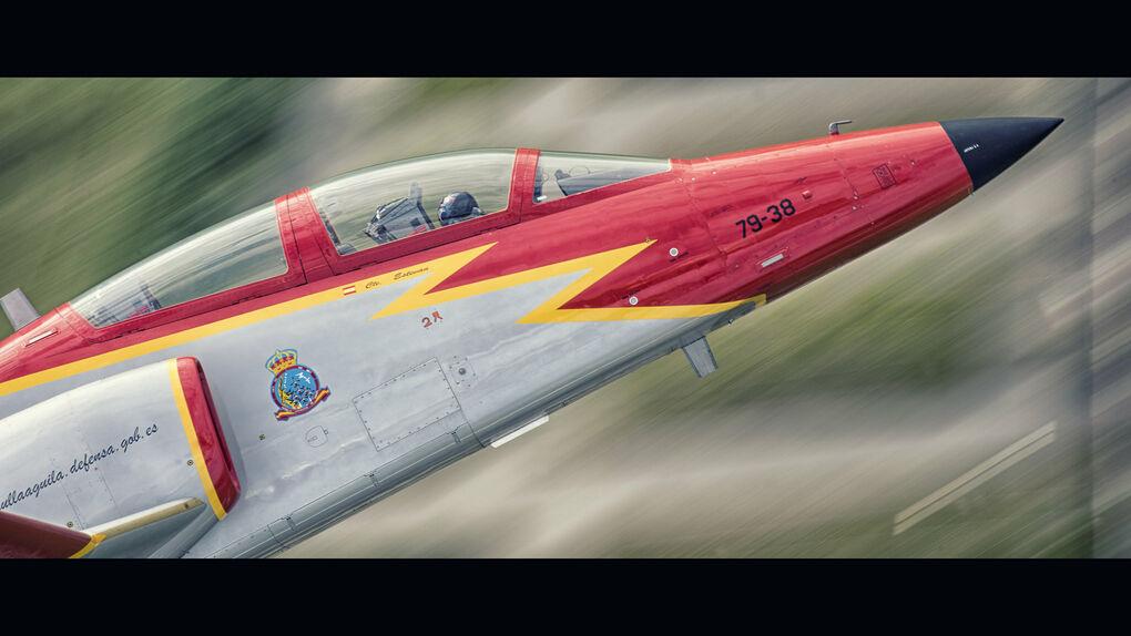 Un avión de la Patrulla Águila se estrella en La Manga