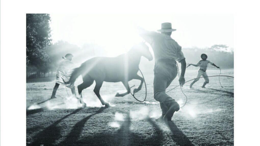 La modelo que se hizo fotógrafa gracias a los gauchos argentinos