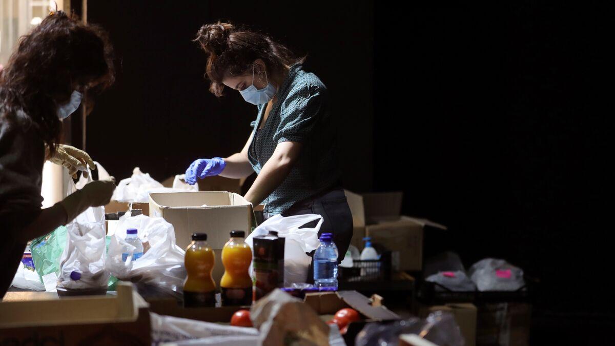 Jóvenes, españoles y con hijos: el perfil de los nuevos demandantes de ayuda en los bancos de alimentos