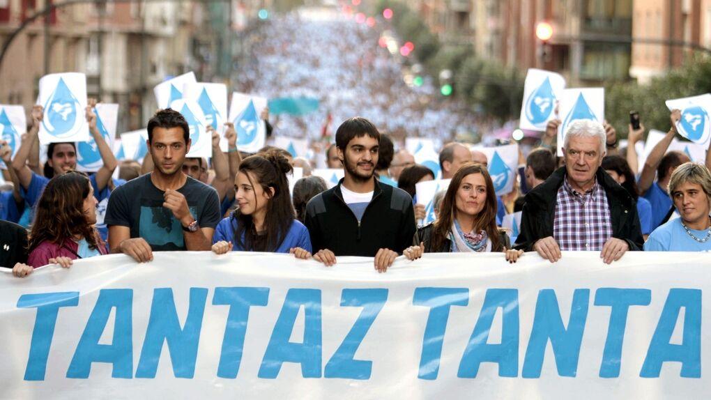 Miles de personas se manifiestan en favor de Herrira y los presos de ETA