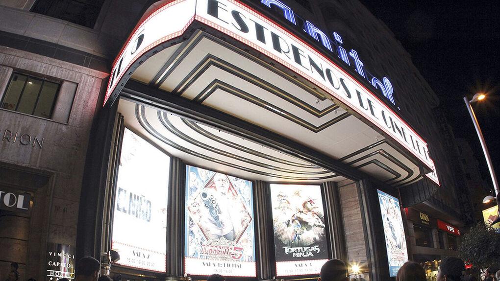 El cine vuelve a Madrid con la reapertura de grandes salas, estrenos y aforo limitado