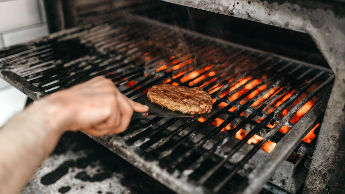 Cocinas mal y por eso no adelgazas: cinco trucos para comer lo mismo y perder peso