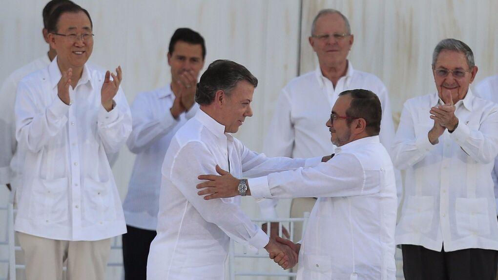 Colombia termina con 52 años de conflicto y firma definitivamente la paz