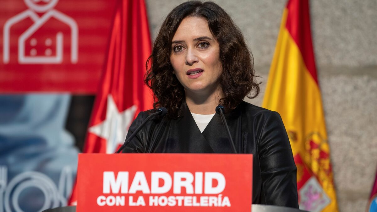 """Isabel Díaz Ayuso no acude a la misa de la Almudena por """"precaución"""" ante un positivo de su entorno"""