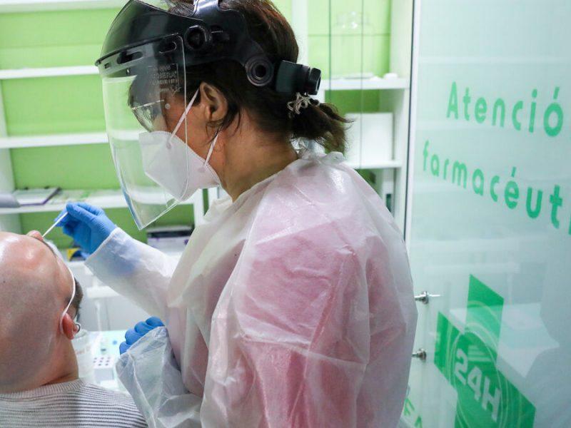 Los muertos por covid en Madrid bajan a 30 y los contagios suben a 1.378