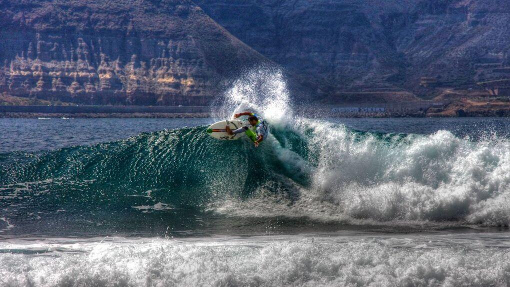 Las 10 mejores olas para hacer surf en España