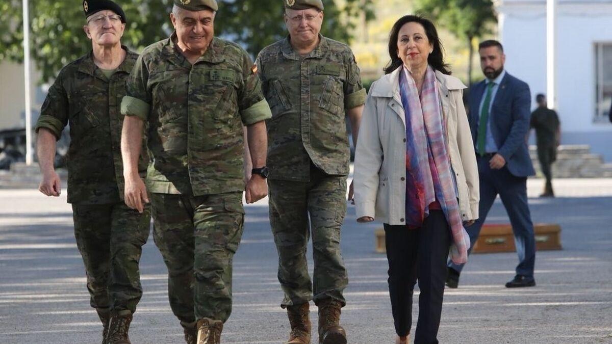 El Gobierno aprueba la primera subida salarial para los militares en 15 años